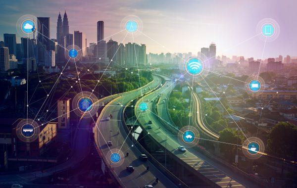 Badacz z UAM pochyla się nad cyfrową technologią w przestrzeni miejskiej
